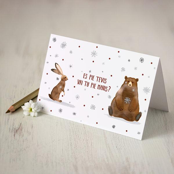 """Kartiņa ar lāča un zaķa zīmējumu un tekstu: """"Es pie tevis vai tu pie manis?"""""""