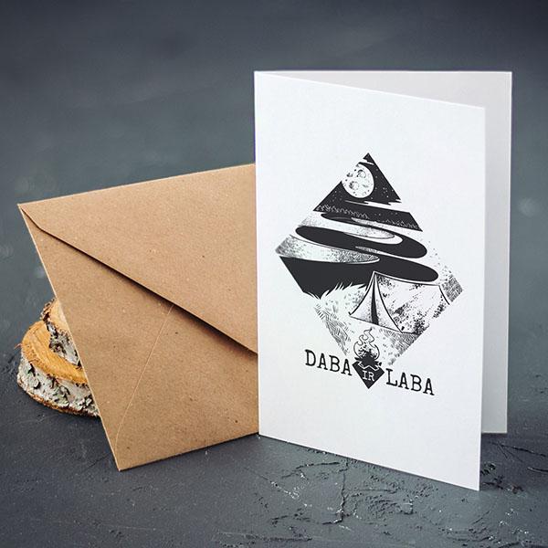 """Apsveikuma kartiņa ar ceļojuma un telts zīmējumu un tekstu: """"Daba ir laba"""""""