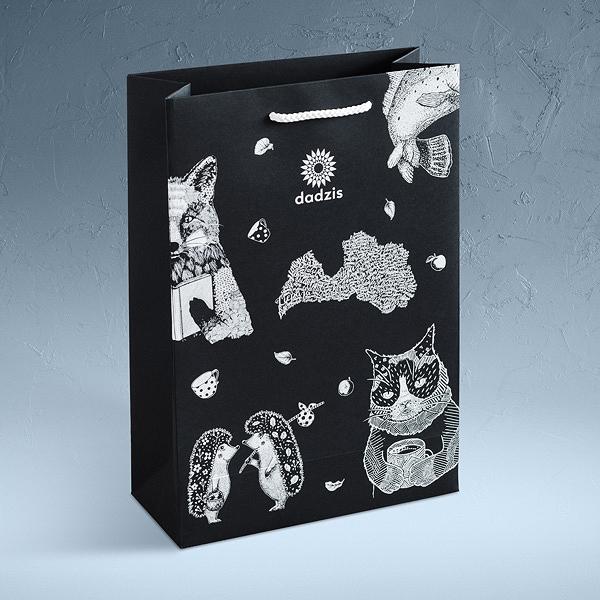 Melns papīra maiss ar Dadža līnijas zīmējumiem