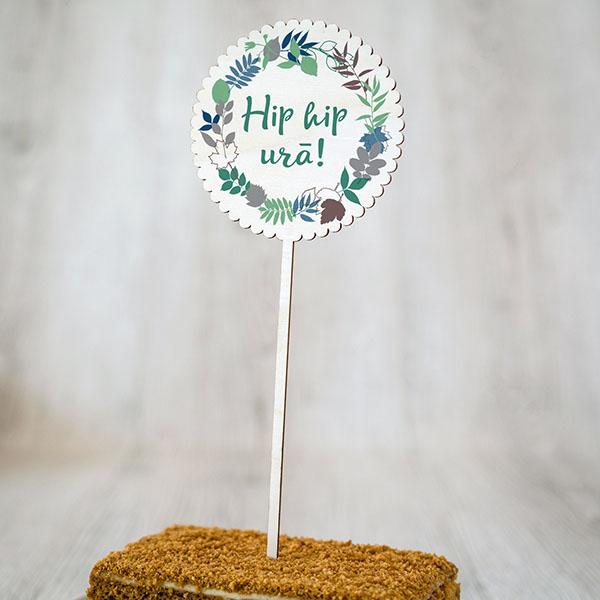 """Dekoratīvs kūku dekors ar krāsainu tekstu: """"Hip hip urā!"""""""