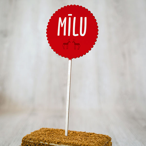 """Dekoratīvs kūku dekors ar krāsainu tekstu: """"Mīlu"""""""