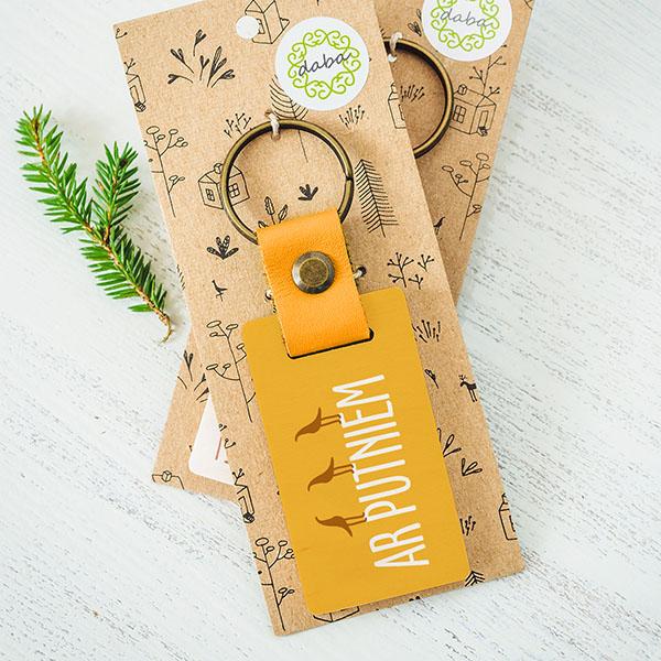 """Koka atslēgu piekariņš ar tekstu: """"Labākā mamma""""Koka atslēgu piekariņš ar tekstu: """"Ar putniem"""""""