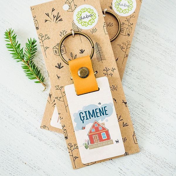 """Koka atslēgu piekariņš ar tekstu: """"Labākā mamma""""Koka atslēgu piekariņš ar tekstu: """"Ģimene"""""""