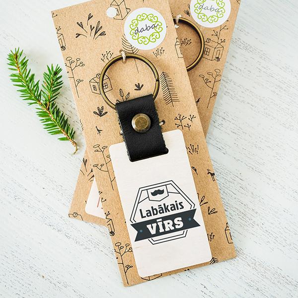 """Koka atslēgu piekariņš ar tekstu: """"Labākā mamma""""Koka atslēgu piekariņš ar tekstu: """"Labākais vīrs"""""""