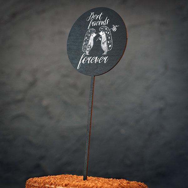 """Dekoratīvs kūku dekors ar divu ežu zīmējumu un tekstu: """"Best friends forever"""""""