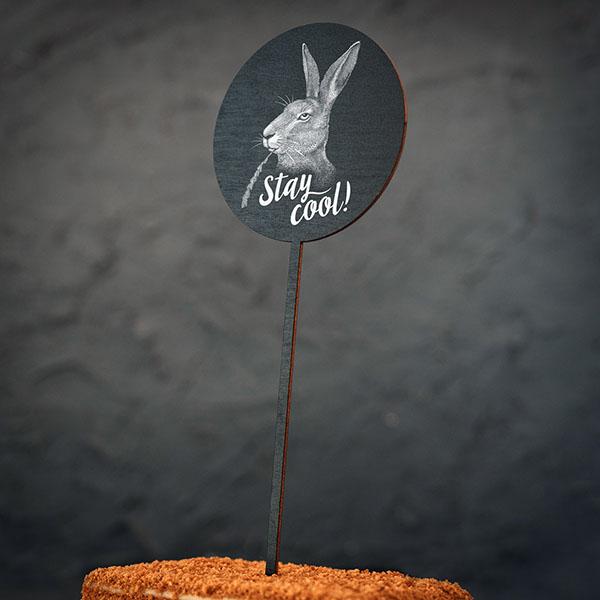 """Dekoratīvs kūku dekors ar zaķa zīmējumu un tekstu: """"Stay cool!"""""""