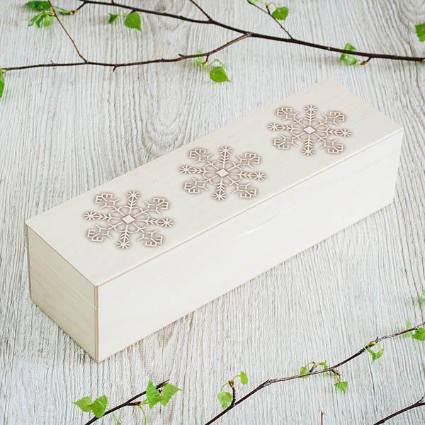 Balta koka kaste ar 1x4 nodalījumiem un saulīšu zīmējumu.