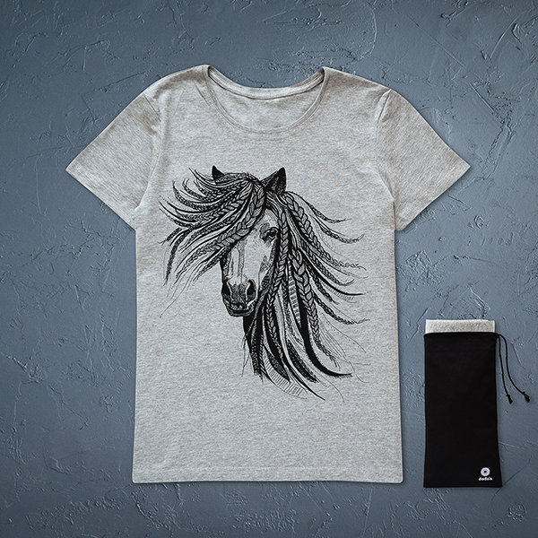 Pelēks sieviešu t-krekls ar melnu zirga zīmējumu