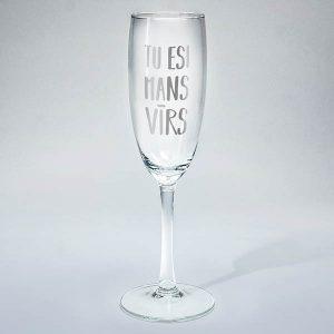 """Šampanieša glāze ar sudraba tekstu: """"Tu esi mans vīrs"""""""