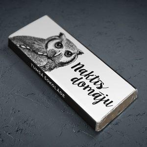 """Mazā šokolāde ar pūces zīmējumu un tekstu: """"Naktīs domāju"""""""