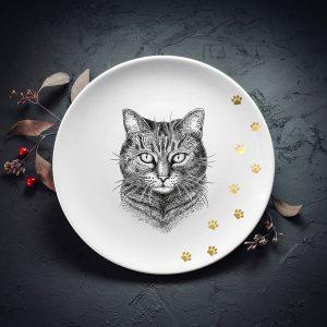 Vidējais šķīvis ar melnu mājas kaķa zīmējumu un zelta elementu