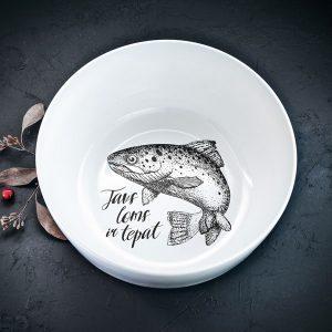 """Balta lielā bļoda ar melnu zivs zīmējumu un tekstu: """"Tavs loms ir tepat"""""""
