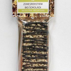 batoniņš ar zemesriektsiem un šokolādi