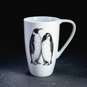 Dadzis baltā krūze ar pingvīniem