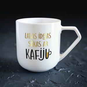Dadzis krūze ar uzrakstu labās idejas sākas ar kafiju