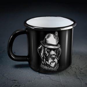 dadzis melna metāla krūze ar suni un uzrakstu dzimis mednieks
