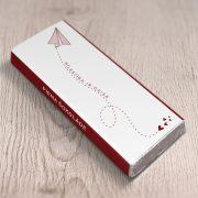 mazā piena šokolāde astoņpadsmit grami ar tekstu mīlestība ir gaisā