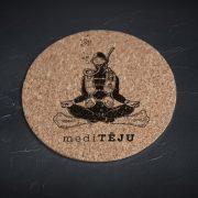 Korķa paliktnis, mazais, ar attēlotu ūdenslīdēju un tekstu - Meditēju